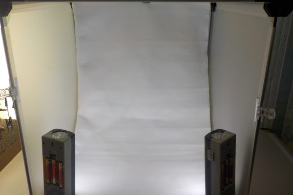 ガンプラ用撮影ブースを評判のダイソーの商品で自作してみたら、メリットだらけだった件